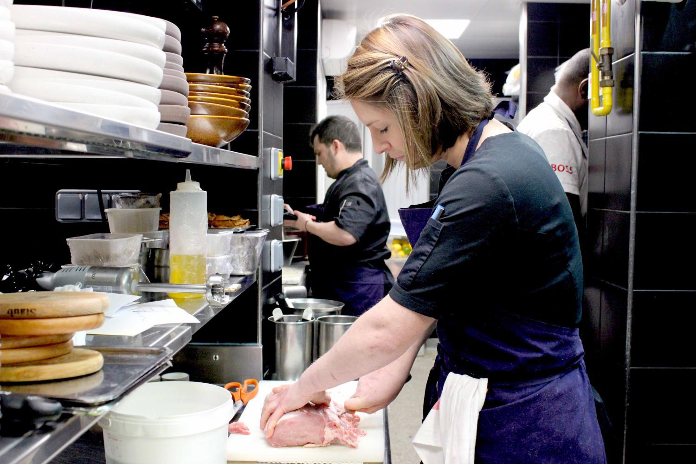 Louise Jacob, cheffe éxecutive du restaurant Pottoka à Paris