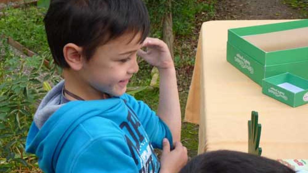 Les plus jeunes ont participé au jeu avec enthousiasme.