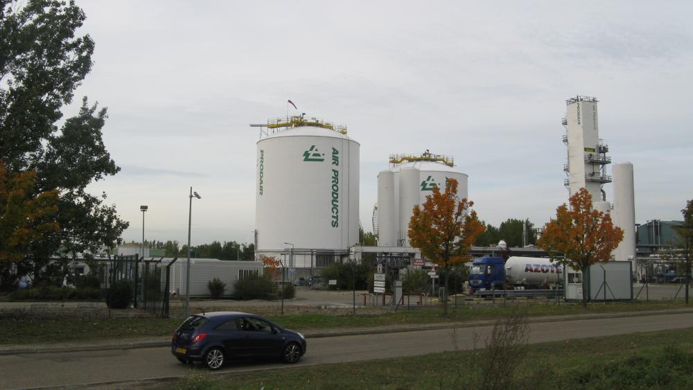 La société Prodair fabrique de l'oxygène liquide et de l'azote, transportés par camion et par un pipline sous le Rhin.