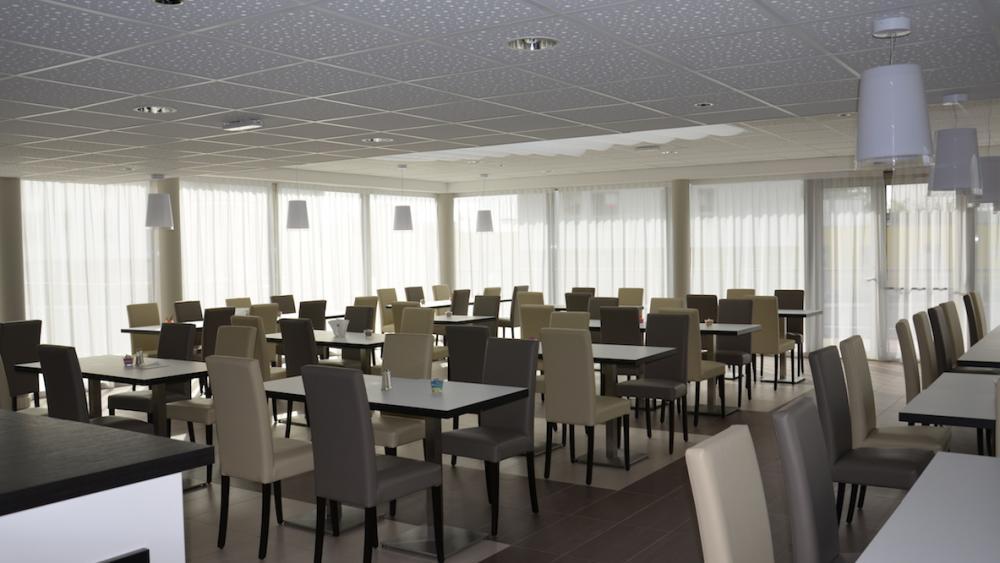 Les habitants peuvent diner au restaurant de la résidence s'ils le souhaitent.