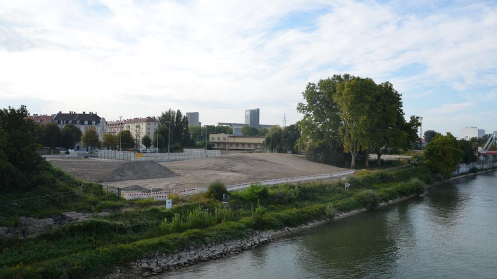 Les travaux de la rampe côté France sont clairement visibles.