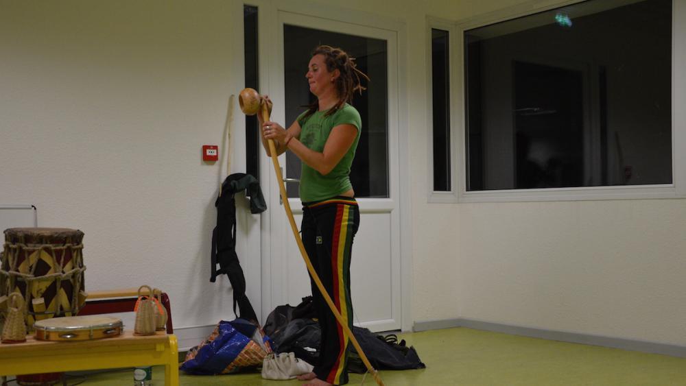 Le berimbau, instrument principal de la capoeira, est un arc musical d'origine africaine