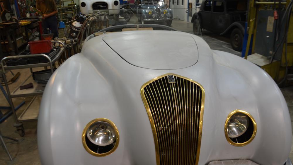 L'atelier de Hubert Haberbusch répare les voitures anciennes depuis bientôt 40 ans.
