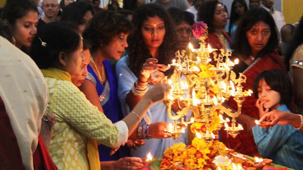 -La lampe installée au milieu de la salle symbolisait la déesse Lakshmi, épouse de Krishna.