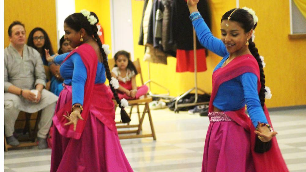 -Des danses tradtionnelles accompagnaient la cérémonie.