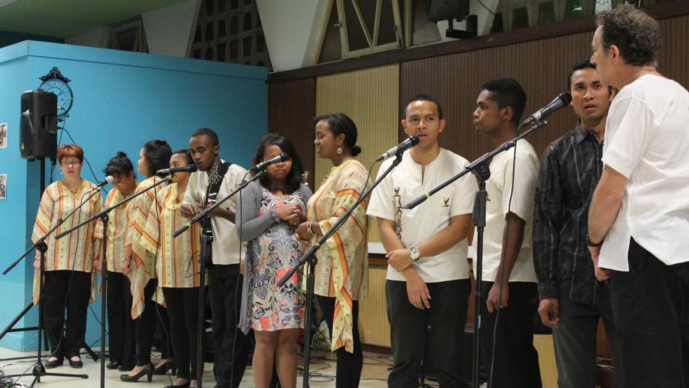 La chorale Gasy Gospel Singers chante en français, anglais et malgache.