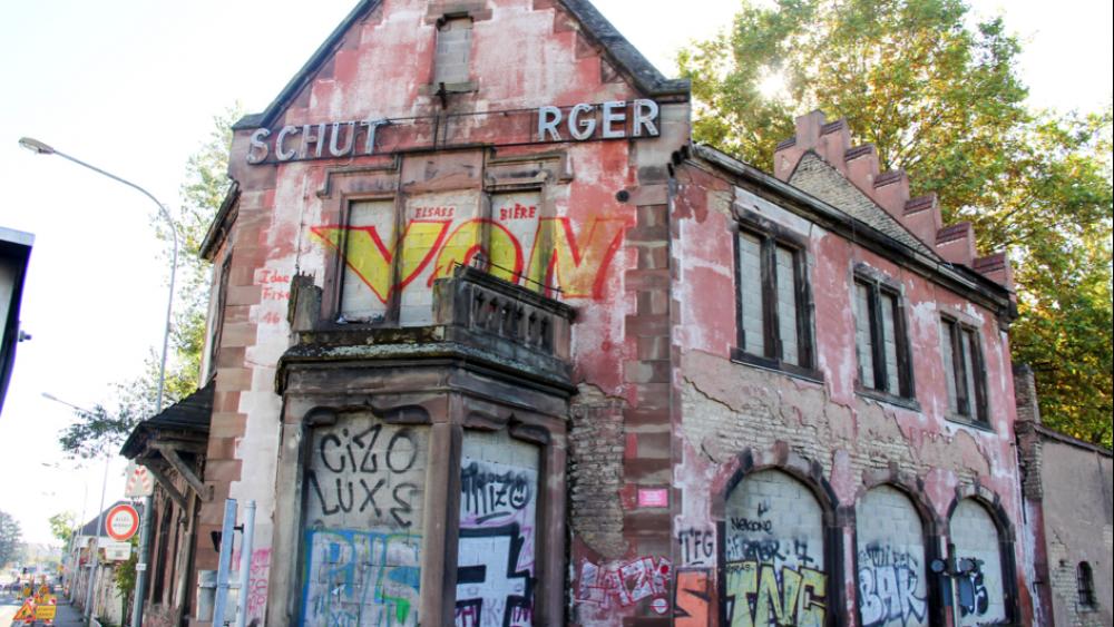 Rue du Port-du-Rhin. Ancienne Médecine du travail, désertée et laissée à l'abandon depuis plusieurs décennies.