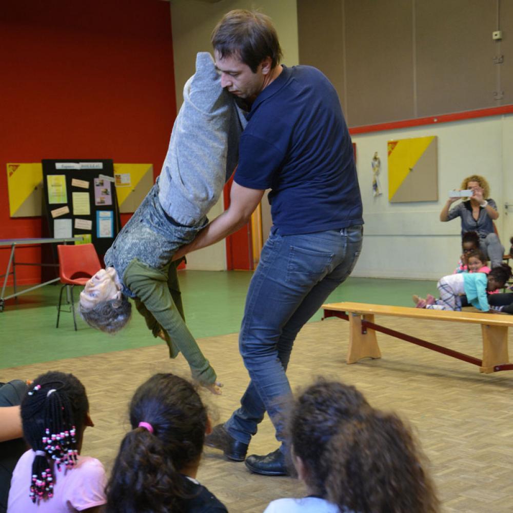 Depuis cinq ans, le TJP intervient auprès des classes théâtre du collège Hans Arp et de l'école Martin Schongauer.