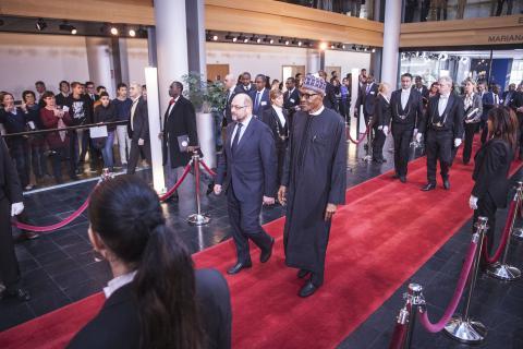 Muhammadu Buhari sur le tapis rouge du Parlement @RobinDroulez